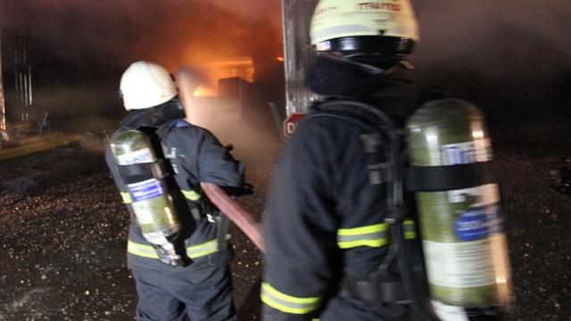 Eşini kurtarmak için yanan eve girdi, ikisi birlikte can verdi!
