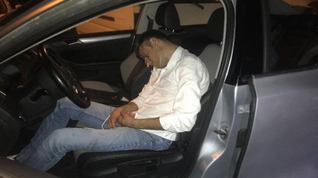 Trafik kazası yapan alkollü şahsı kimse uyandıramadı