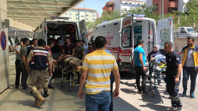 Siirt'te askeri zırhlı aracın geçişi sırasında patlama