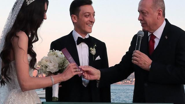 Amine Gülşe - Mesut Özil çifti yardım için çalışacak