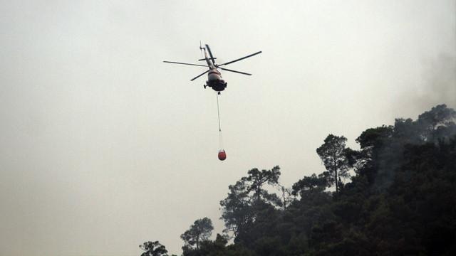 Muğla'daki yangına helikopterler havadan müdahaleye başladı