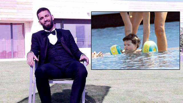 Arda Turan'ın oğlu Hamza sudan çıkmıyor