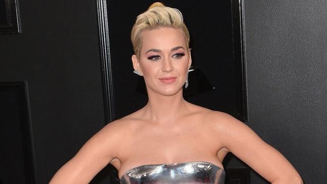 Katy Perry beyninden vurulmuşa döndü!