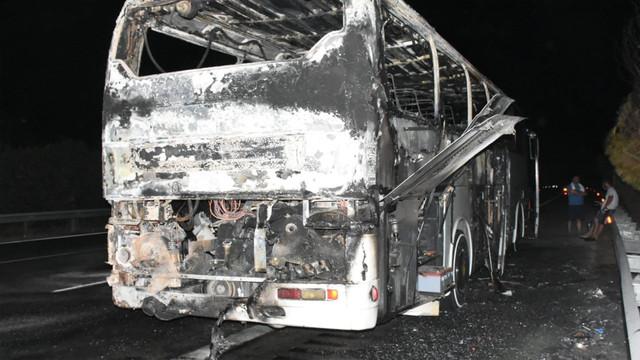Çeşme'de tur otobüsü alev alev yanarak küle döndü!
