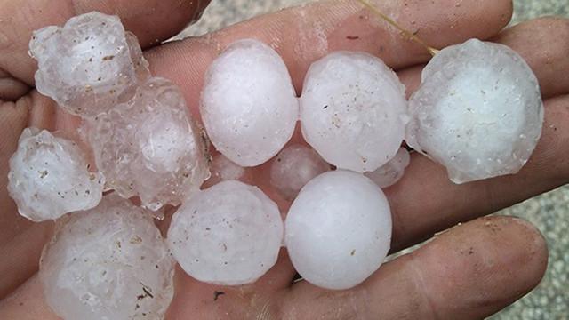 Antalya'da ceviz büyüklüğünde dolu yağdı!