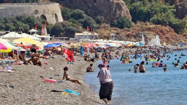 Antalya'da nem düştü, sıcaklık 40 dereceye dayandı!