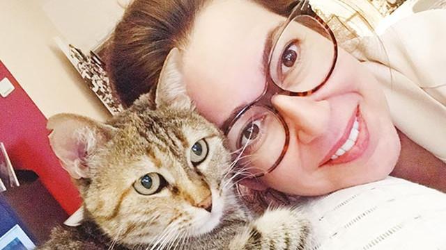 Kediler İpek Tuzcuoğlu'na emanet