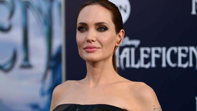 Angelina Jolie de son günlerin modasına uydu!