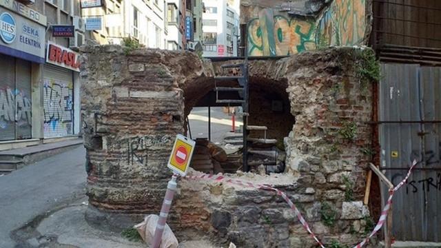 Mimar Sinan tarafından yapılan tarihi çeşmeyi levyeyle yıktılar!