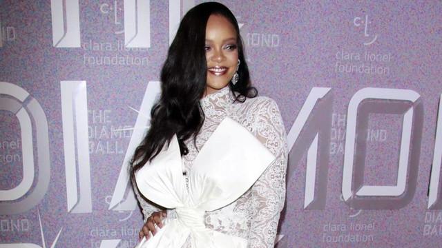 Rihanna minicik çantaya kaç para ödedi?
