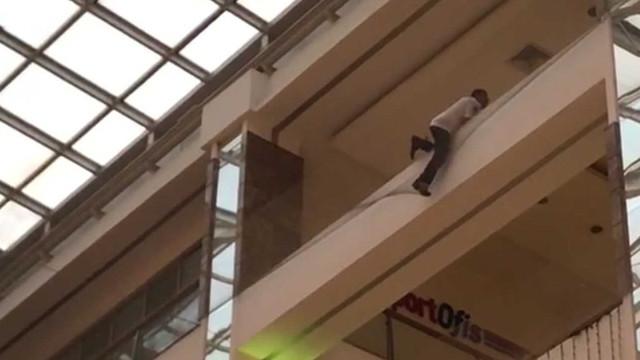 İstanbul'un ünlü AVM'sinde intihar girişimi!
