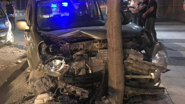 Manisa'da 3 araç birbirine girdi: 2 yaralı