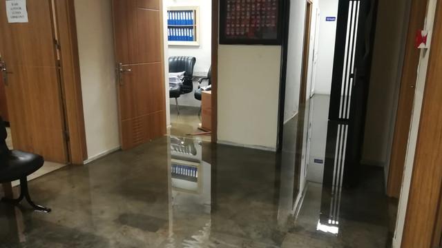 İzmir'de yağışların etkisiyle karakolu su bastı!