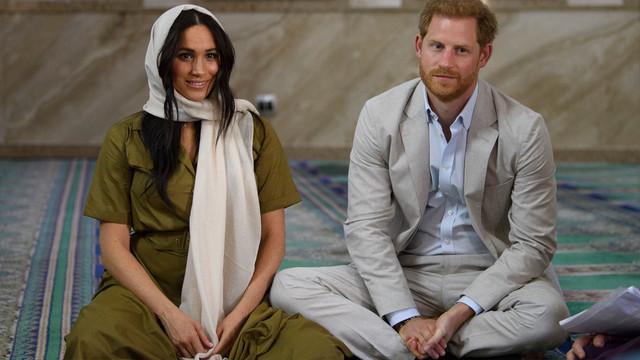 Prens Harry ve Meghan Markle'dan cami ziyareti