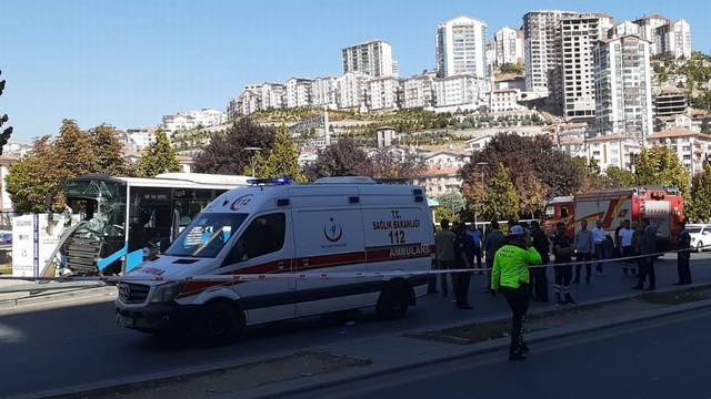 Başkent'te halk otobüsü yolcu dolu durağa girdi!