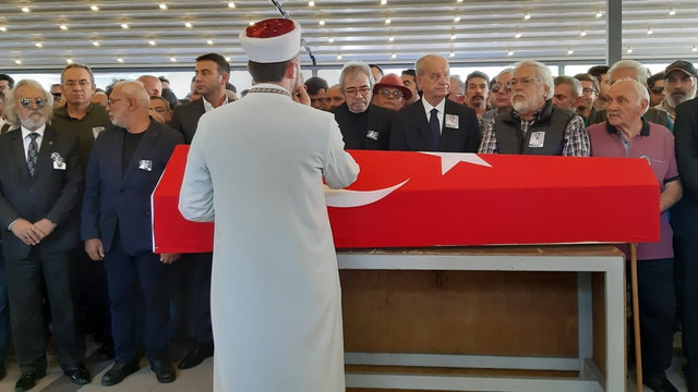 Tarık Ünlüoğlu'nun cenazesinde yankesici şoku!