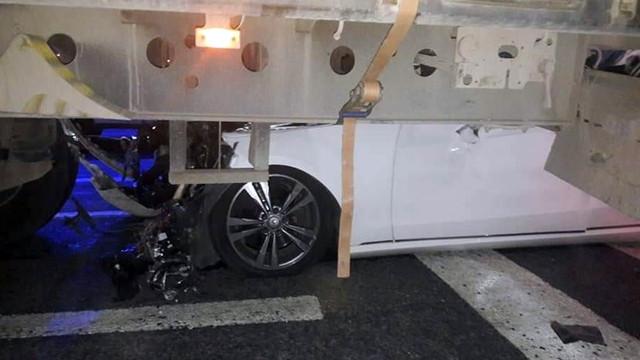 Tırın altına giren otomobil sürücüsü hayatını kaybetti