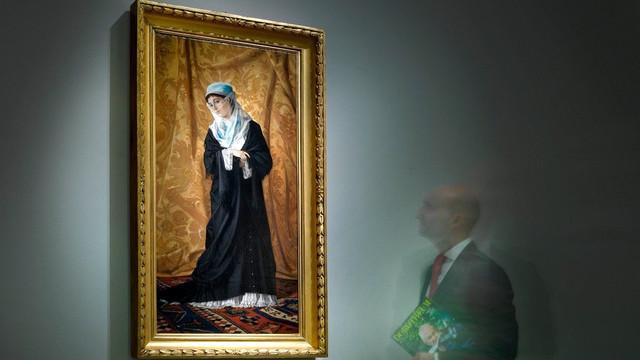 Osman Hamdi Bey'in 'İstanbul Hanımefendisi' tablosu rekor fiyata satıldı