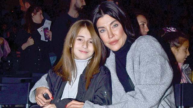 Deniz Akkaya ve kızı Ayşe'nin konser keyfi