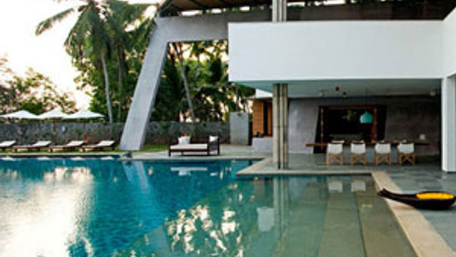 Umman Denizi ve Hindistan cevizi manzaralı ev