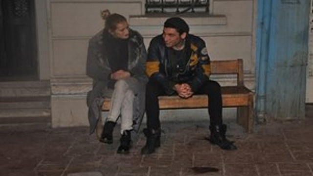Arka sokakta aşk var!...