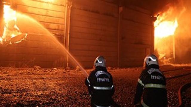 Kahramanmaraş'ta pamuk deposunda yangın çıktı!