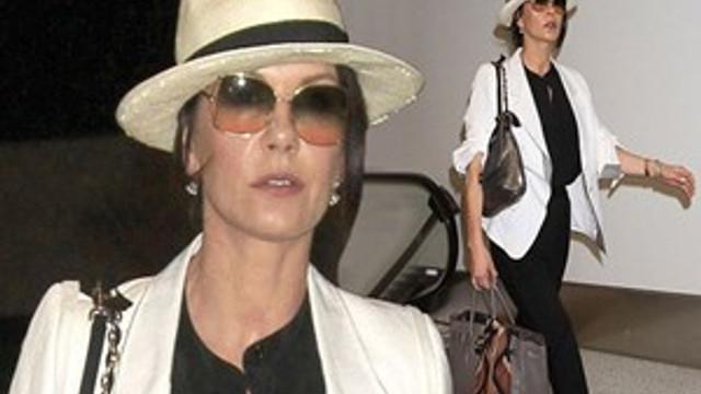 Catherine Zeta Jones güzellik avcısı oldu!