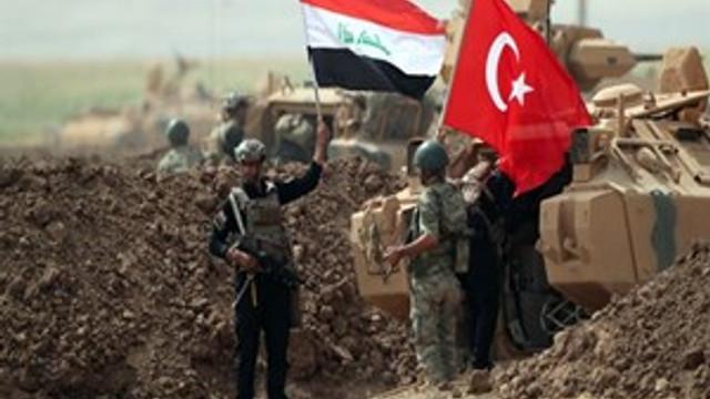 Irak askerleri Türkiye sınırında