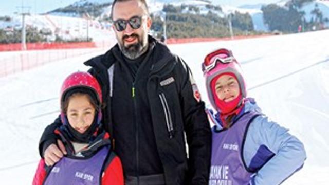 Murat Aşık'ın kızıyla Palandöken'de kar keyfi