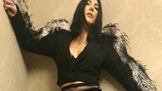 Hande Yener'den iki günde iki single