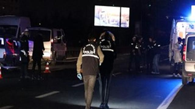 Beşiktaş'ta otomobil yayalara çarptı