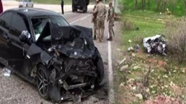Diyarbakır'da otomobiller kafa kafaya çarpıştı