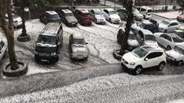 İzmir Tire'de kar gibi dolu yağdı