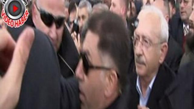 CHP Lideri Kılıçdaroğlu'na şehit cenazesinde saldırı