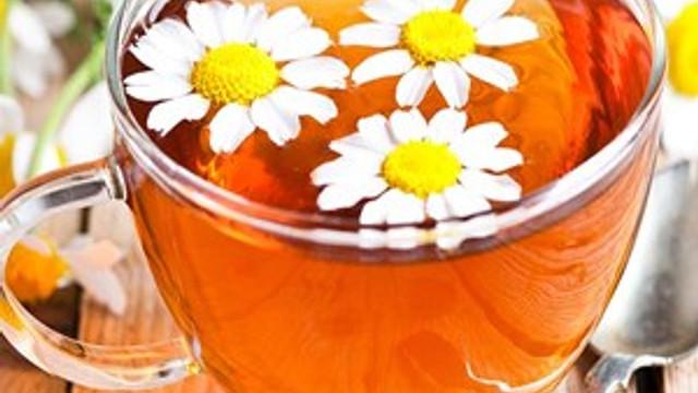 Migren ağrısına papatya çayı