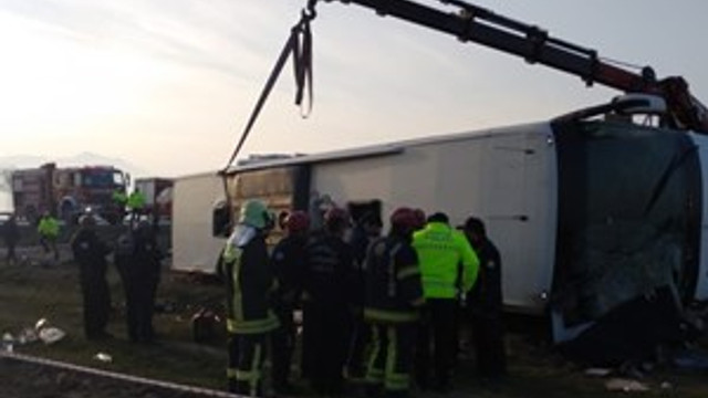 Denizli'de otobüs şarampole devrildi