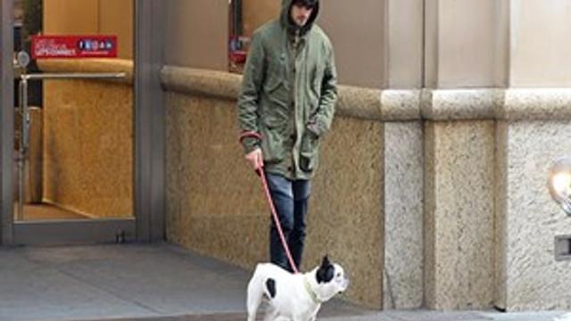 Taner Ölmez köpeğiyle alışverişe çıktı