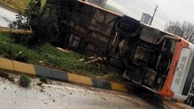 Gaziantep'te belediye otobüsü devrildi!