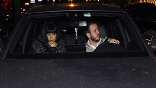 Zehra Çilingiroğlu ve sevgilisi flaşlar patlayınca kaçtı