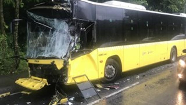 Sarıyer'de İETT Otobüsü, öndeki otobüse çarptı!