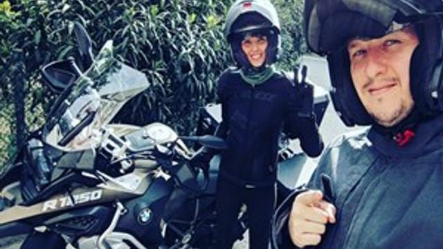 Şahan Gökbakar eşiyle motosiklet turuna çıktı