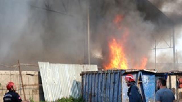 Sakarya'da dev tesis alevlere teslim oldu
