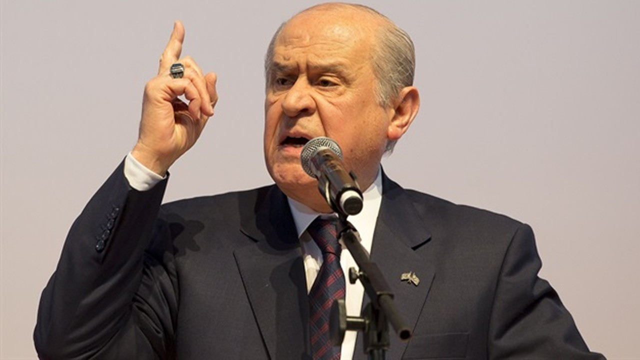 MHP'nin 100 maddelik yeni anayasa çalışmasına AKP'den uyarı geldi