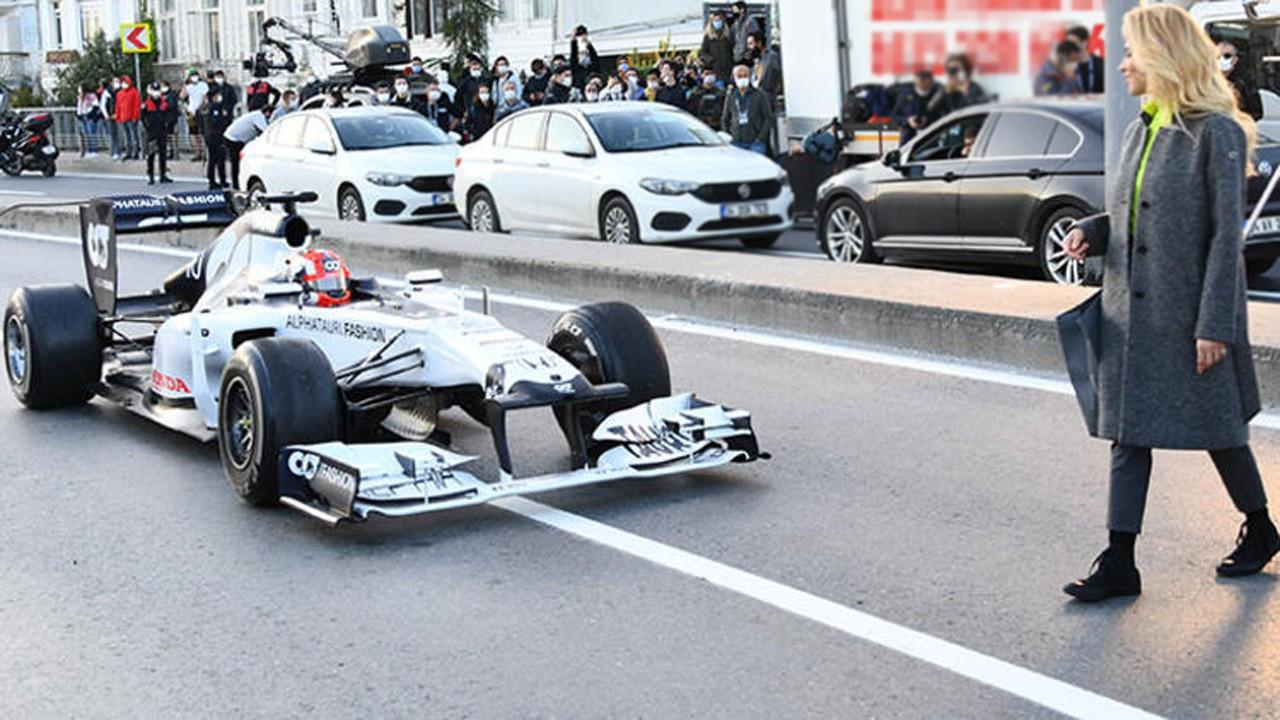 Burcu Esmersoy, F1 aracını gölgede bıraktı