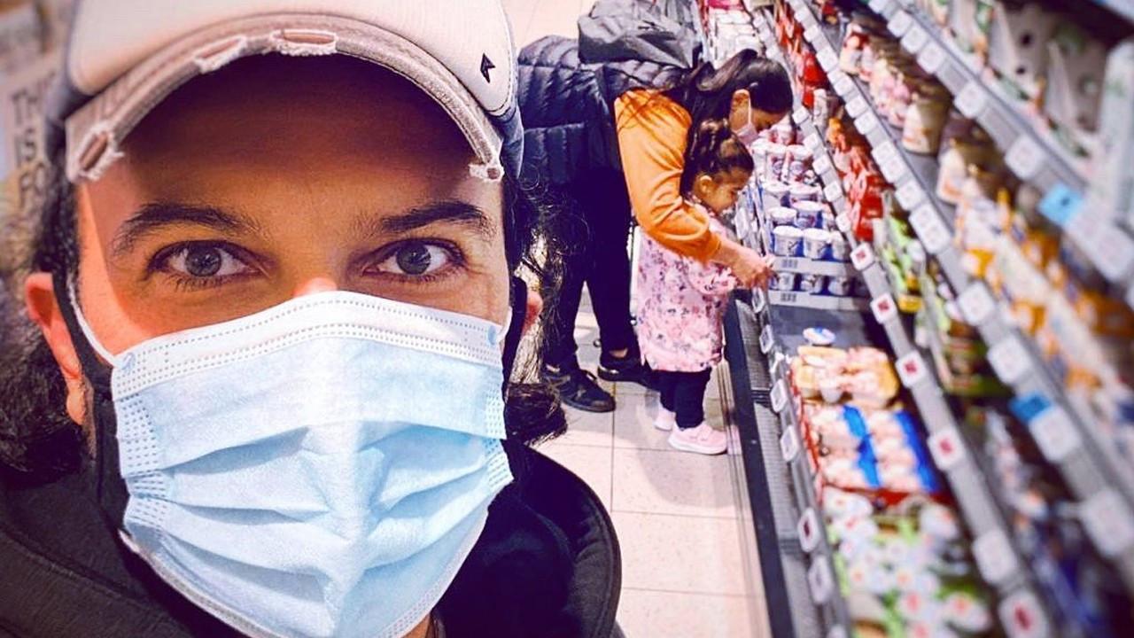 Tarkan'dan ailesiyle market alışverişi