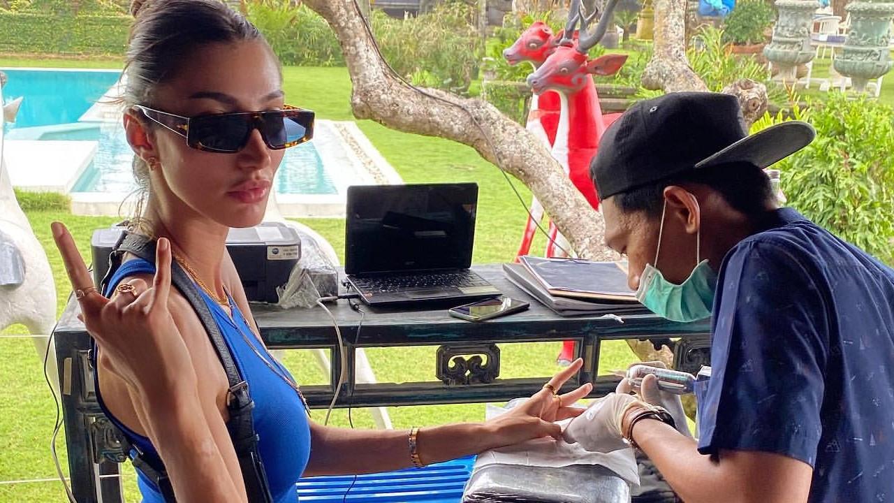 Şevval Şahin Bali'de dövme yaptırdı