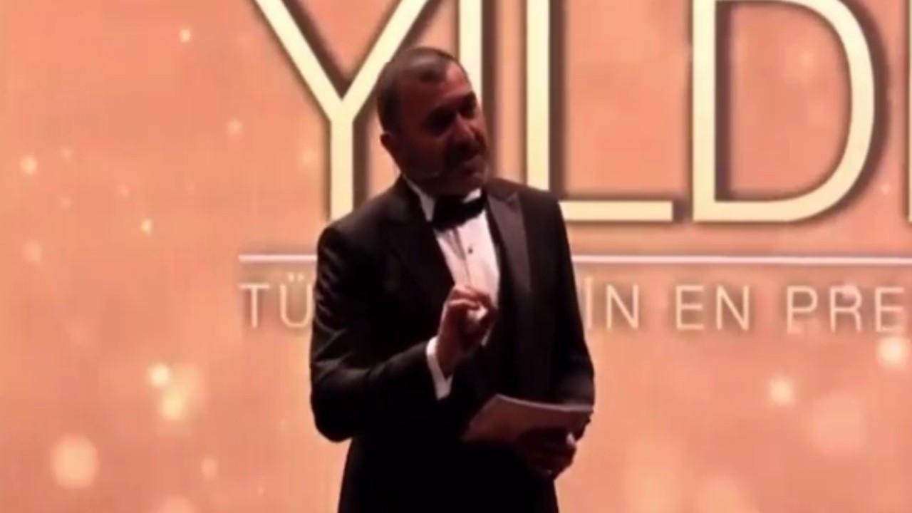 Kerem Bursin'e ödül töreninde şok!