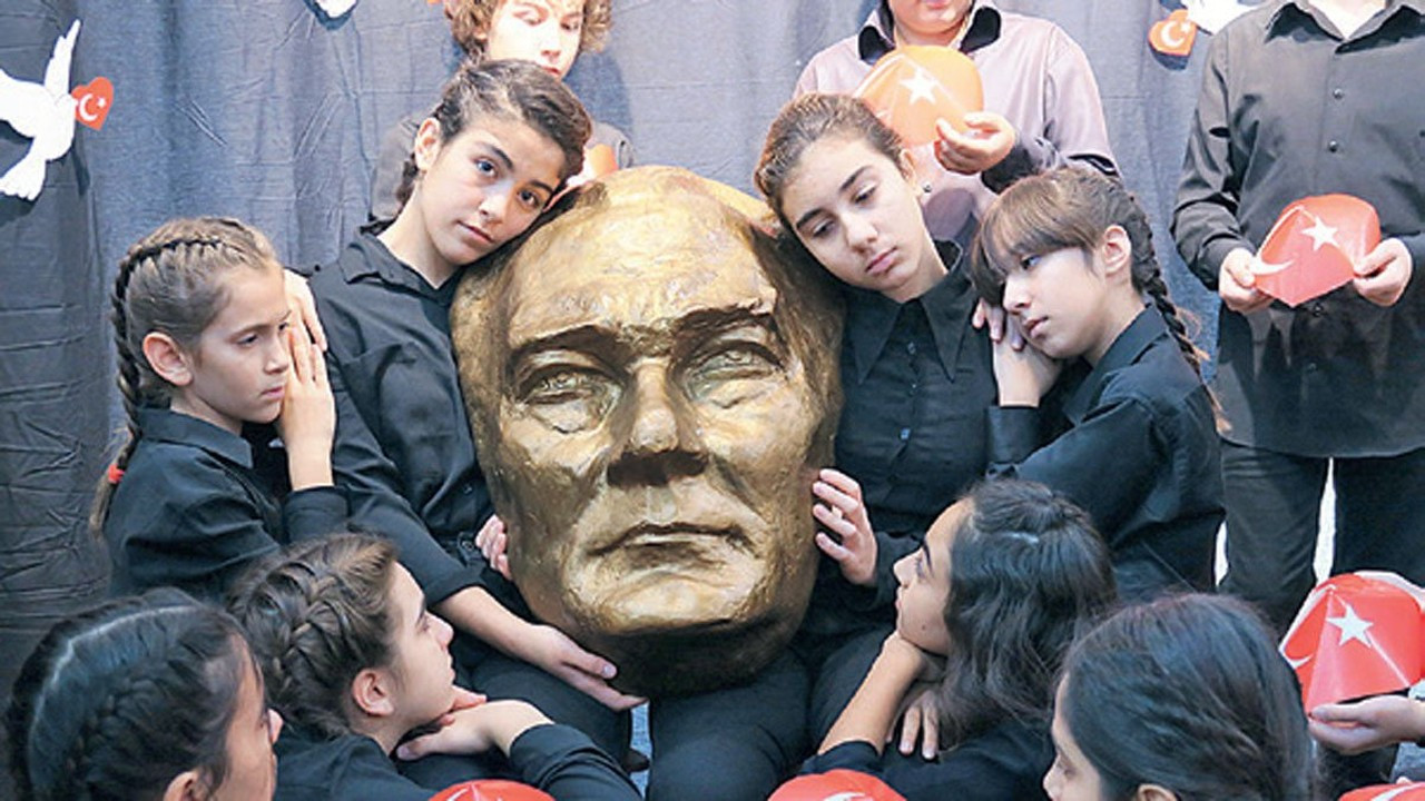 Okullarımızda Ulu Önder Atatürk öğretilmiyor