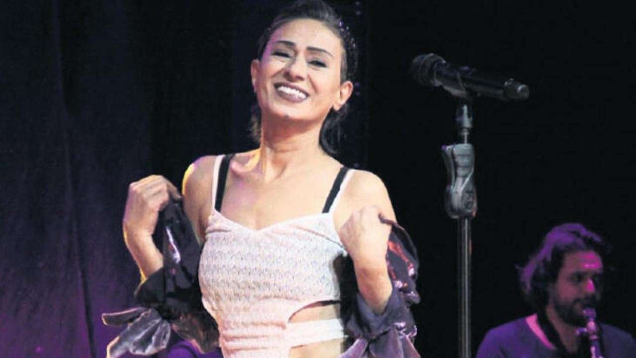 Online konserde Yıldız Tilbe'yi zorlayan şarkı