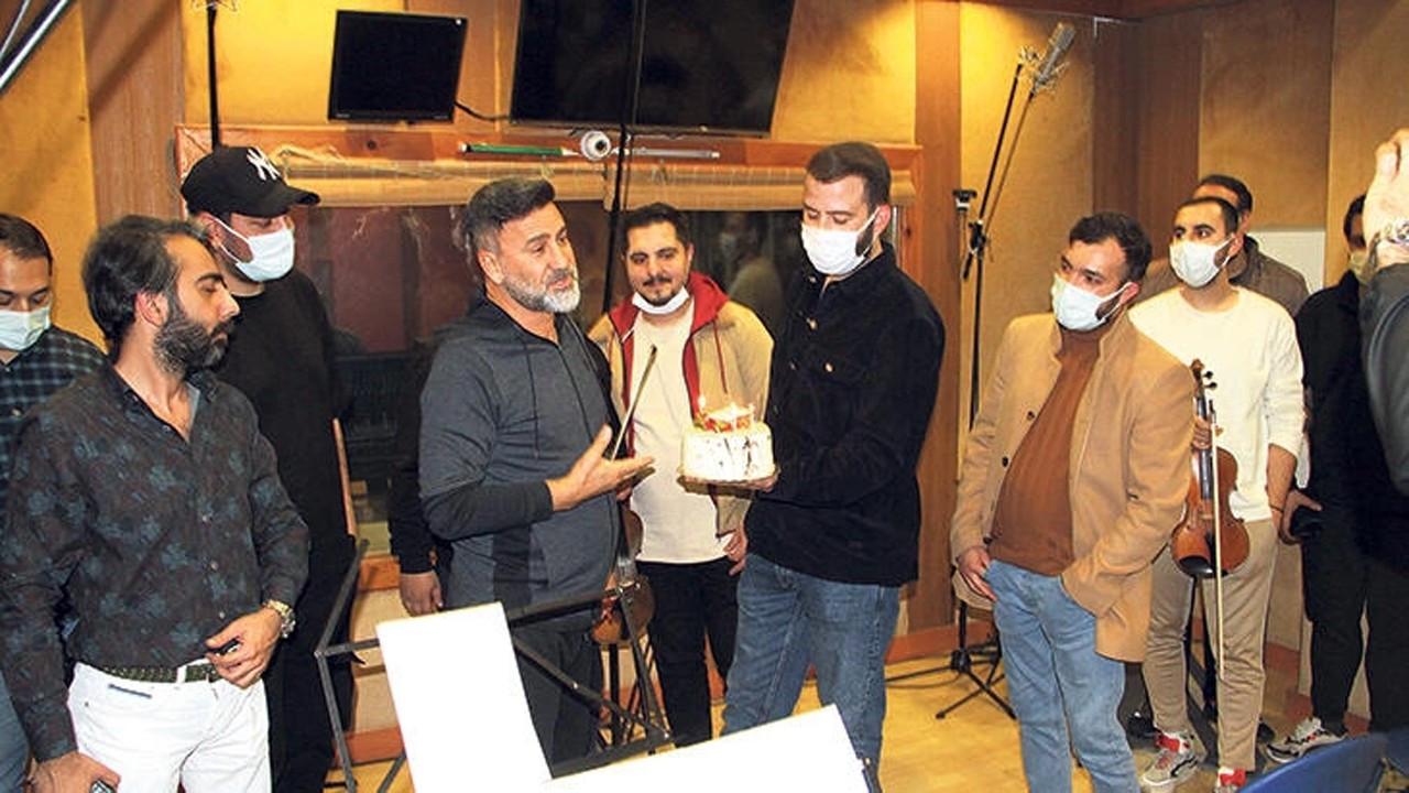 İzzet Yıldızhan'a ekibinden yaş günü sürprizi
